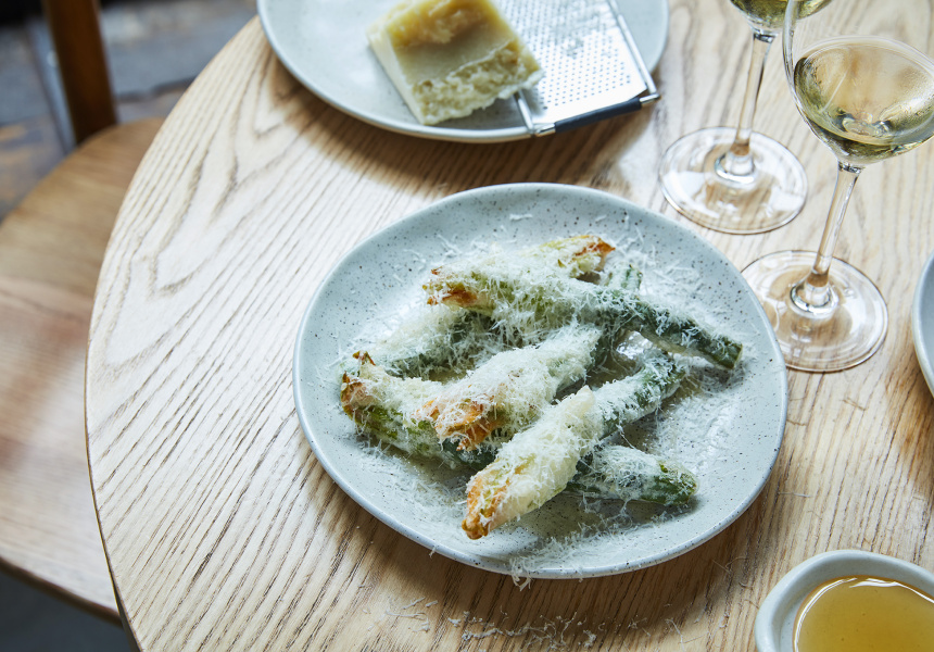 Zucchini flowers with pecorino and truffle honey