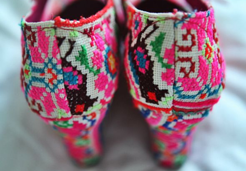 Neon hilltribe platforms