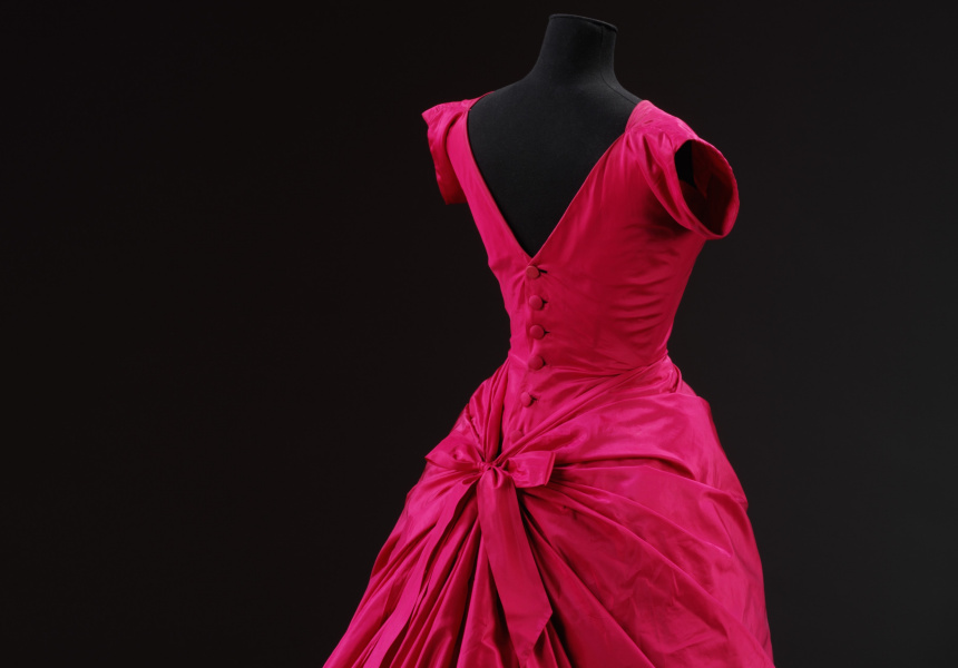 Silk taffeta evening dress, Cristóbal Balenciaga, Paris, 1955 - © Victoria and Albert Museum, London