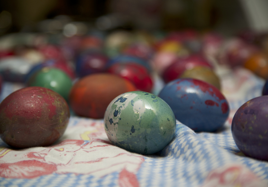 Painting eggs for a russian easter broadsheet - Russian easter eggs history ...