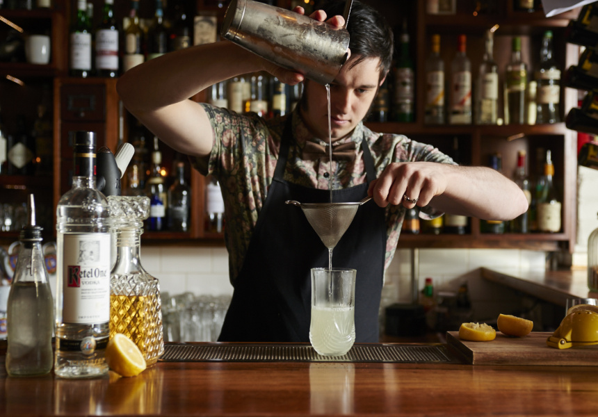 Lewis Halls of The Black Pearl makes Jeff Bell's Jan Collins recipe.