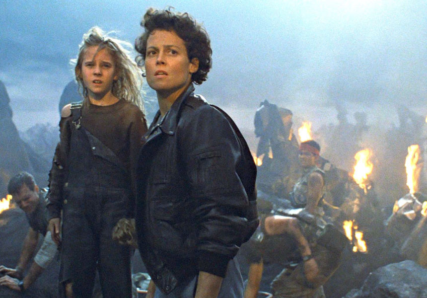 Carrie Henn (Newt) and Sigourney Weaver (Ripley) in 'Aliens' (1986).