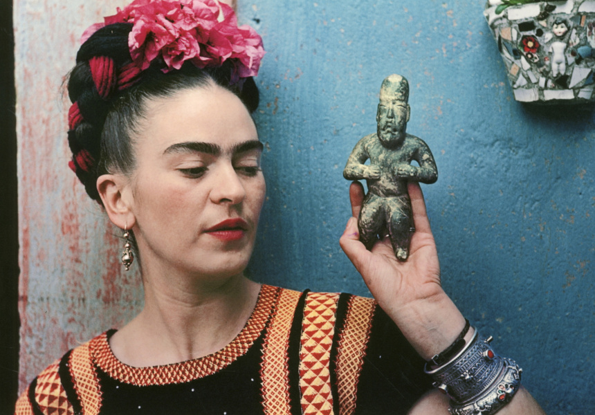 Nickolas Muray Frida with Olmec figurine, Coyoacan 1939 colour carbon print 27.3x40cm Courtesy of Throckmorton Fine Art, Inc © Nickolas Muray Photo Archive