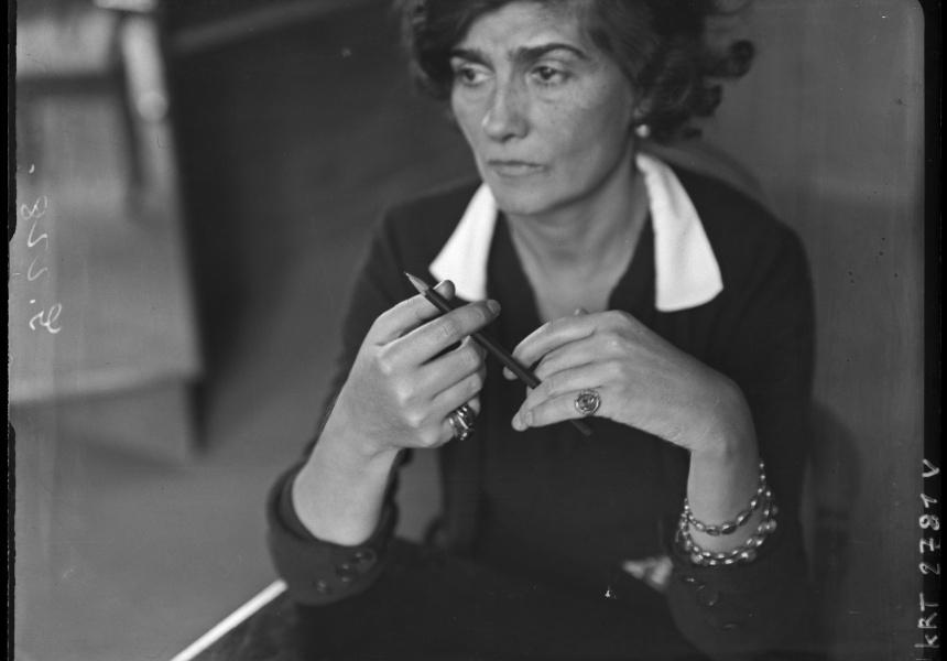Gabrielle Chanel, c. 1930s, photograph by André Kertész. Médiathèque de l'architecture et du patrimoine. Photo © Ministère de la Culture – Médiathèque de l'architecture et du patrimoine, Dist. RMN- Grand Palais / André Kertész.