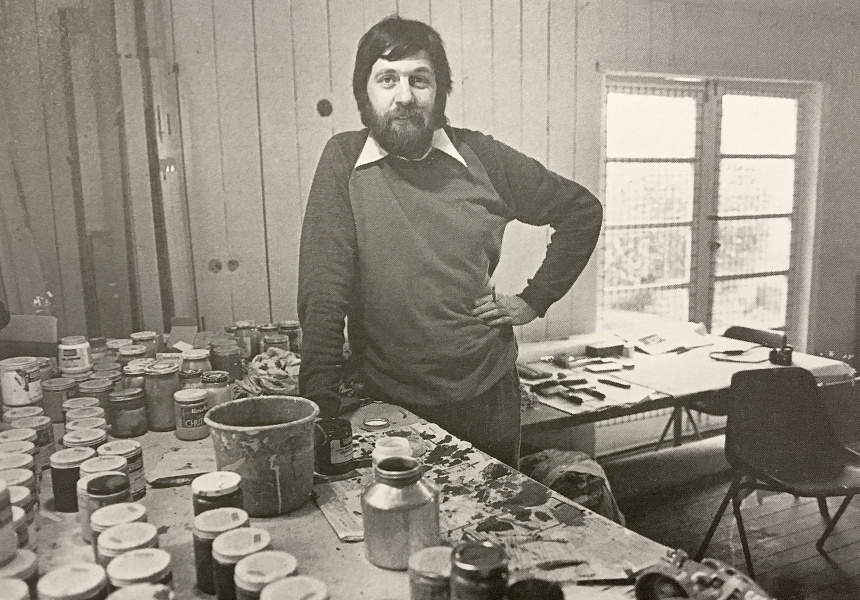 Alun  Leach-Jones  with  a  variety  of  Liquitex  paint  jars  in  his  Macquarie  University  studio,  Sydney,  1977Image  courtesy  Macquarie  University,  Sydney.