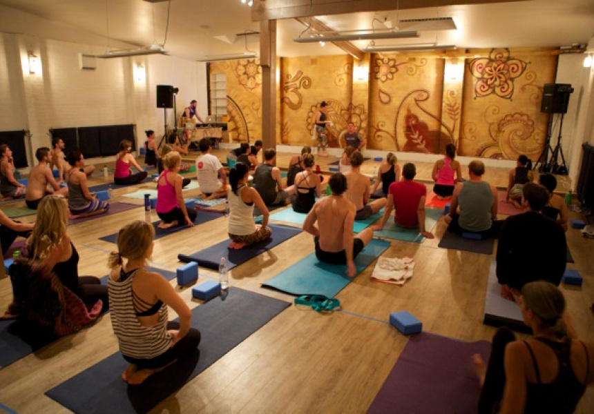 A stylish salute to the sun the five sydney s most for Living room yoga coogee